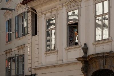 Thomas Bernhard blickt in die Stadt